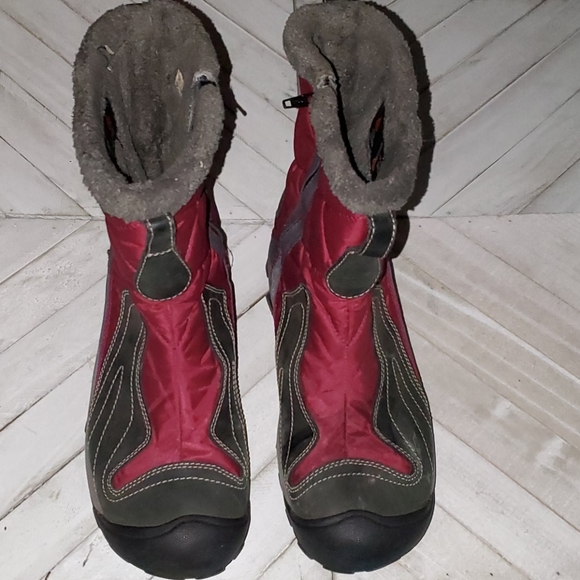 Keen Size 9 Red and Gray Waterproof Warm Boots